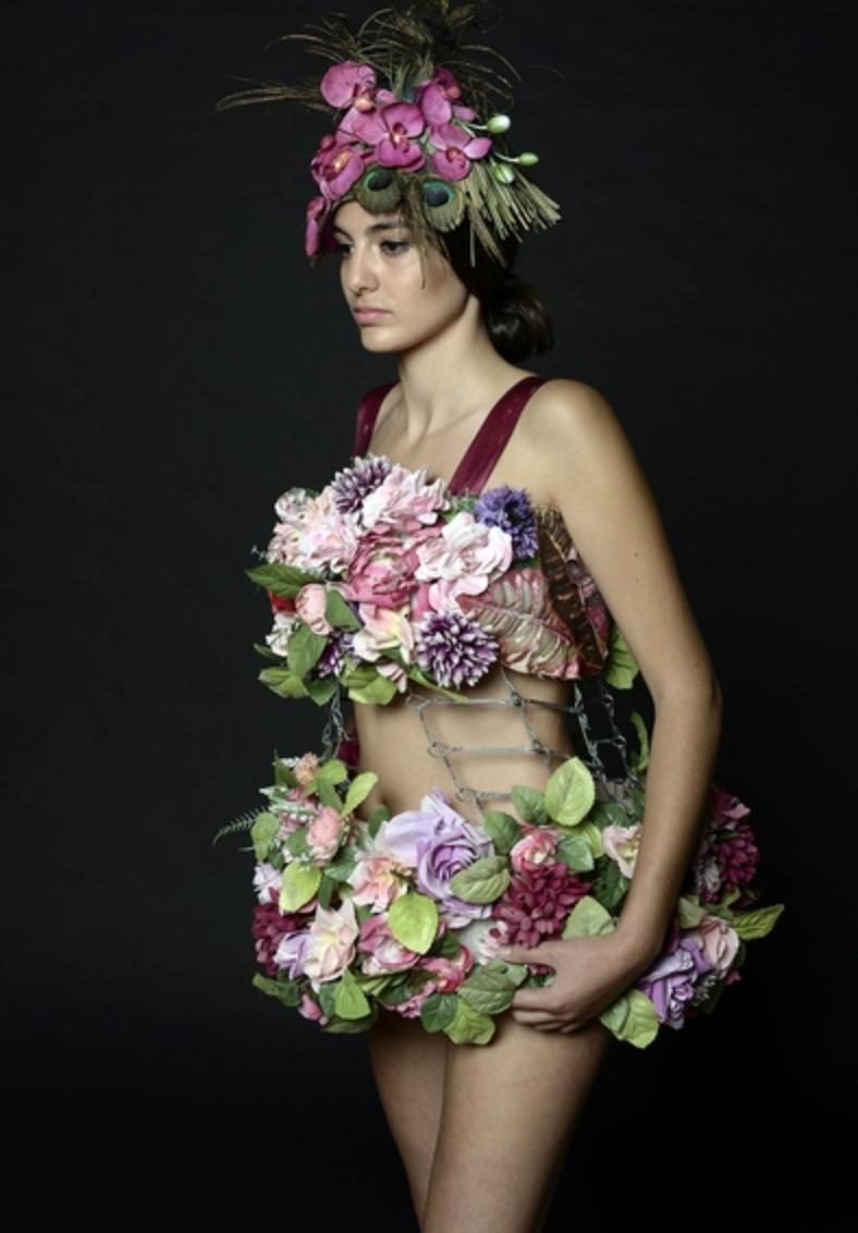 Création en direct d'une robe en Recycl'Art